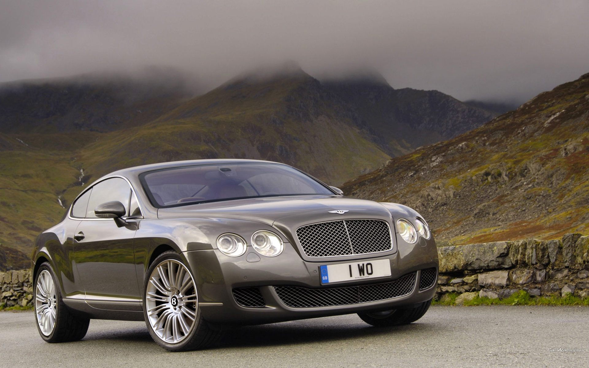 Bentley Continental в горах обои, картинки, фото
